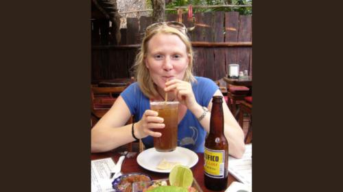 Antonia beim Trinken